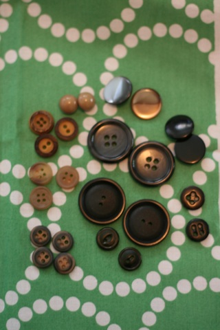 Buttons that have pairs.