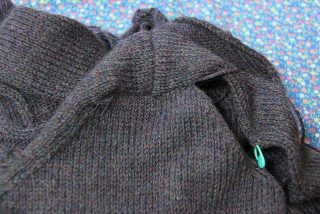 Half-seamed set-in sleeve. So far so good, I think.