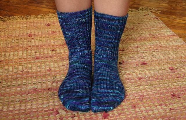 Ta-da! My mum likes tall socks, so I knit these to 7 inches before dividing for the heel.